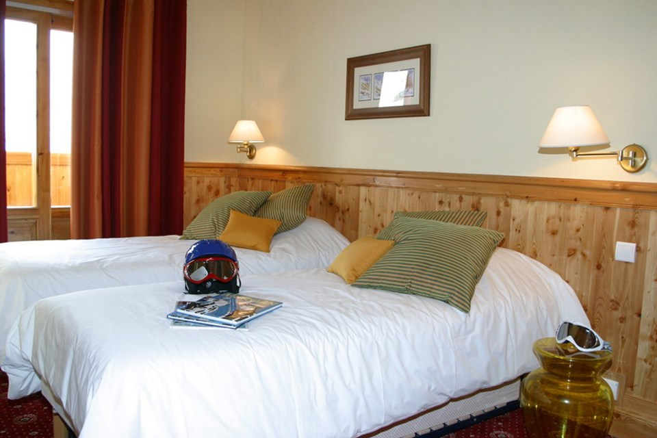 Les Neiges Eternelles, Val Thorens (3 Valleys) - Twin Bedroom
