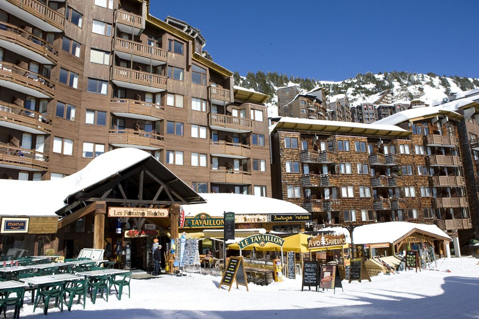 Fontaines Blanches, Avoriaz (Portes du Soleil) Central location close to ski school & hire