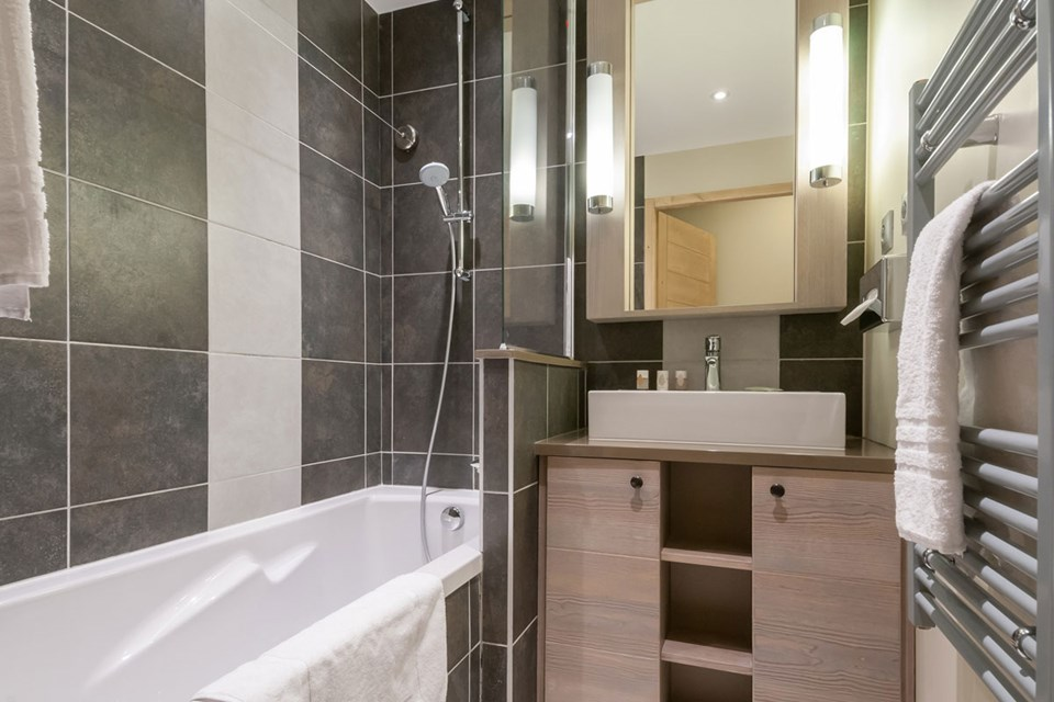 Les Terrasses d'Helios, Flaine (self catered apartment) - Bathroom