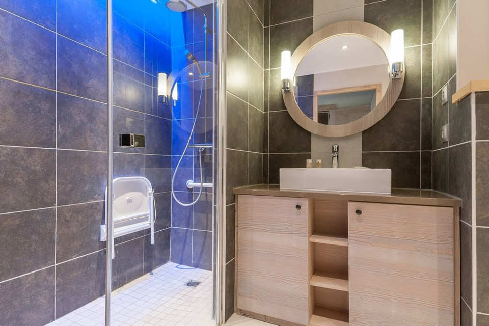 Les Terrasses d'Helios, Flaine (self catered apartment) - Shower Room