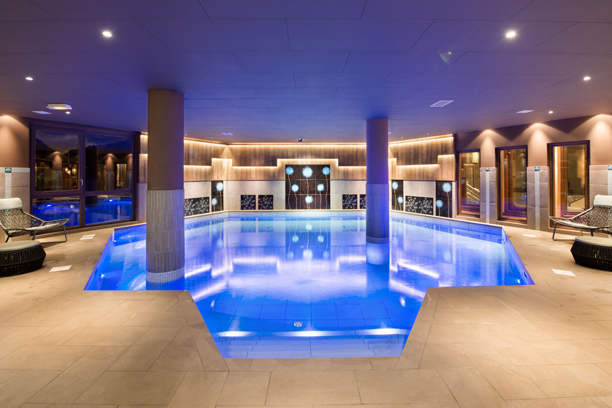4-star Le Hameau du Kashmir is ideally located at the entrance to Val Thorens, just metres from the mid-station ski lifts, offering you ski-in/ski-out possibilities. You'll also find an indoor pool and spa!