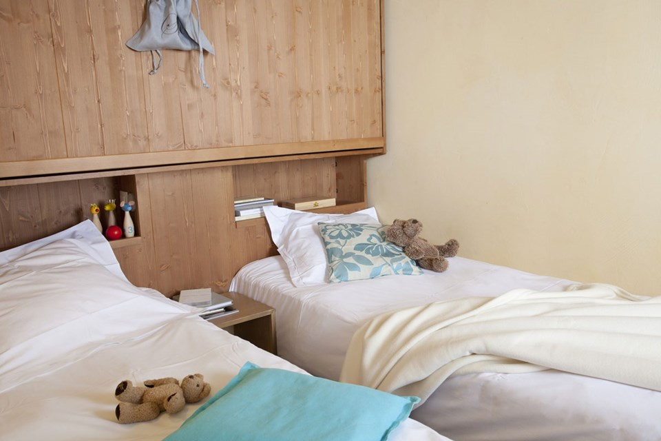 Les Nereides, Belle Plagne (self catered apartments) - Twin Bedroom