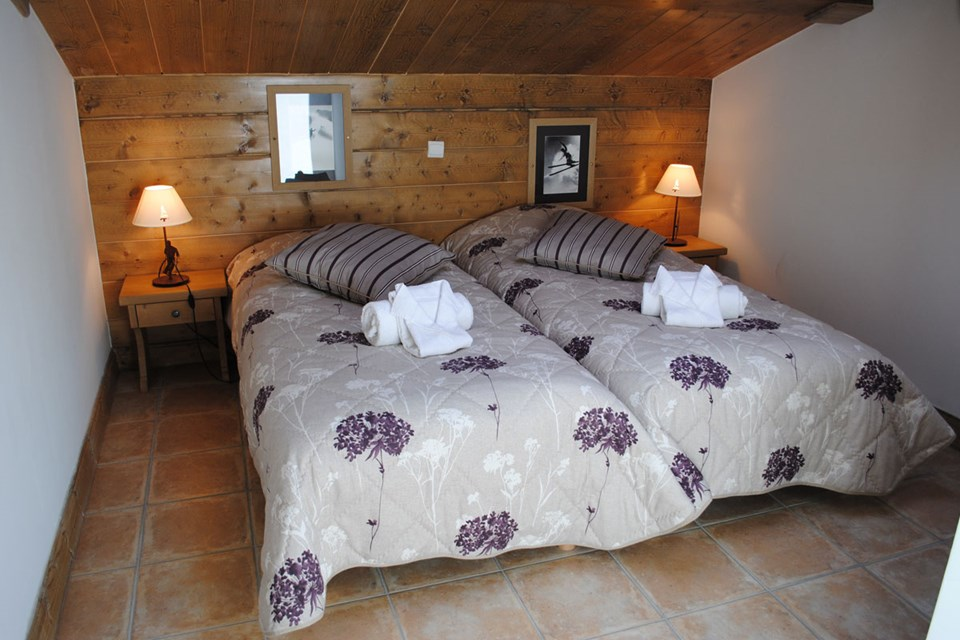 Le Coeur d'Or, Bourg St Maurice (self catered apartments) - Twin Bedroom