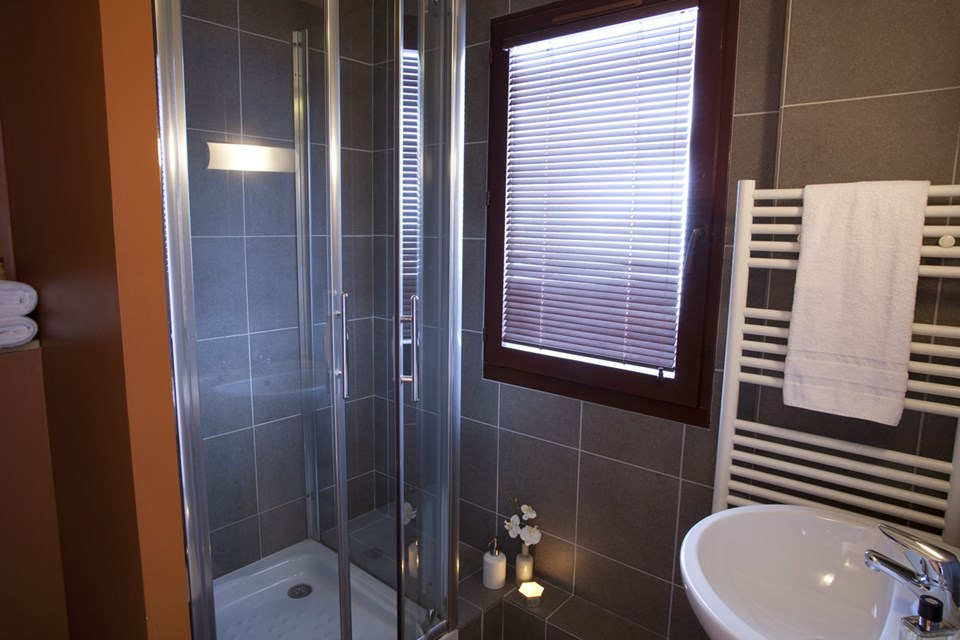 Les Balcons de Bellevard, Val d'Isere (self catered apartments) - Shower Room