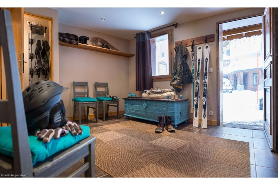 Chalet de la Lombarde, Val Thorens (3 Valleys) - Ski Boot Room