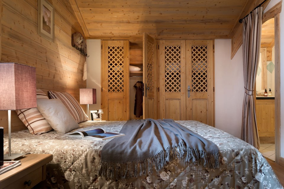 Le Coeur d'Or, Bourg St Maurice (self catered apartments) - Double Bedroom