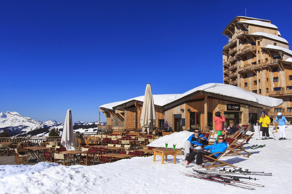 Avoriaz (Portes du Soleil) - Drinks in the sun ©Pascal-Gombert