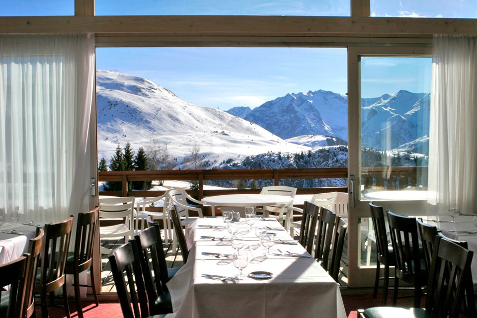 Club Med Alpe d'Huez All Inclusive, Alpe d'Huez (OPT) - Main restaurant with view