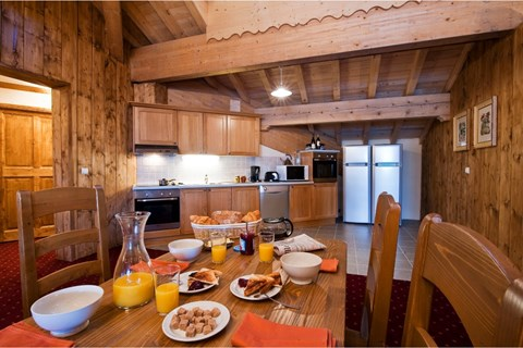 Ample kitchen space in Le Refuge, La Rosiere