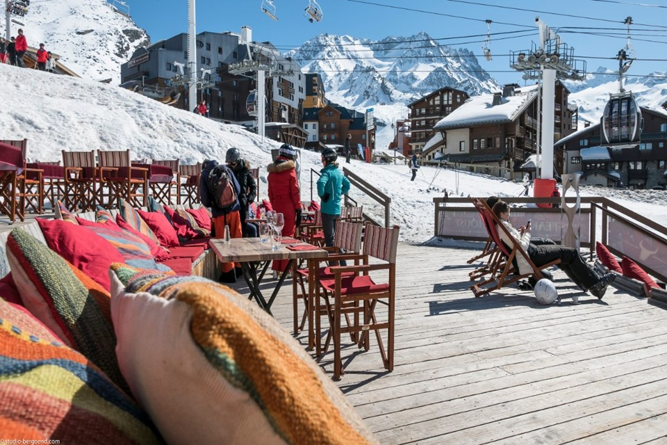 Le Hameau du Kashmir, Val Thorens (3 Valleys) - Terrace overlooking slopes