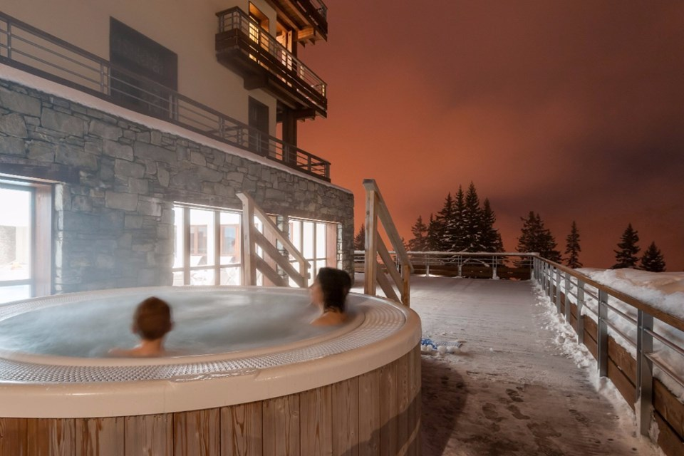 Les Terrasses d'Helios, Flaine (self catered apartments) - Outdoor Jacuzzi
