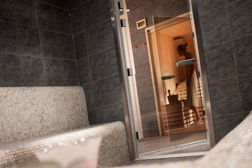 Le Coeur d'Or, Bourg St Maurice (self catered apartments) - Steam Room