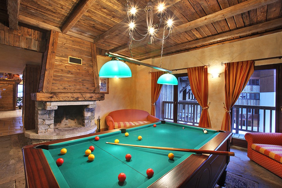 Chalet des Neiges Arolles, Arcs 2000 (self catered apartments) - Lounge with pool table