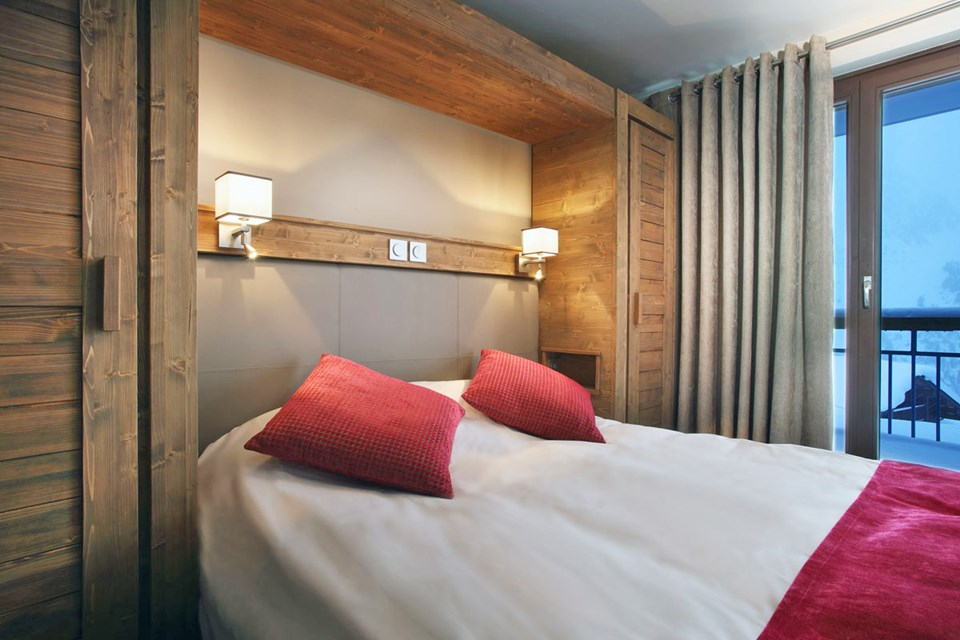 La Source des Arcs, Arcs 2000 (self catered apartments) - Double Bedroom