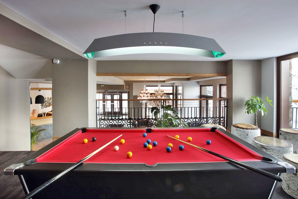 La Source des Arcs, Arcs 2000 (self catered apartments) - Pool table