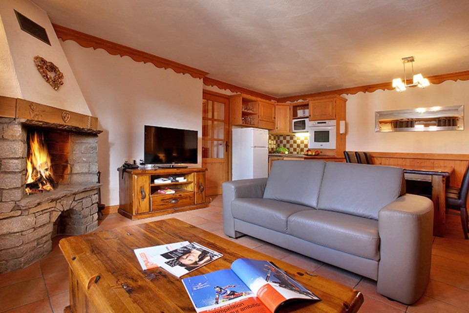 Chalet des Neiges Plein Sud, Val Thorens (self catered apartments) - Apartment with open fire
