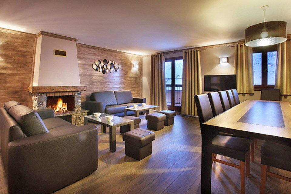 Chalet des Neiges Hermine, Val Thorens (self catered apartments) - Apartment with open fire