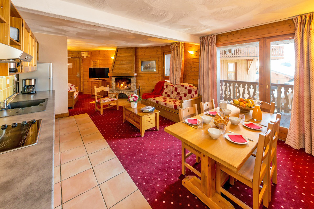 Chalet Altitude, Val Thorens (self Catered Apartments)   Apartment Sleeps  4 6