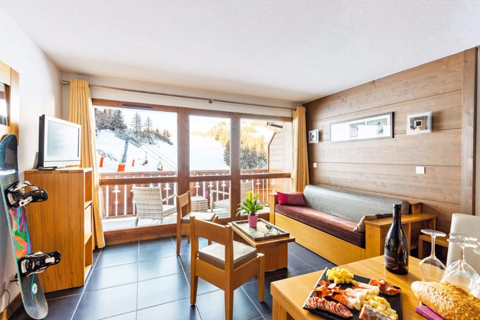 Les Chalets d'Edelweiss, La Plagne (self catered apartments) - Apartment with piste view