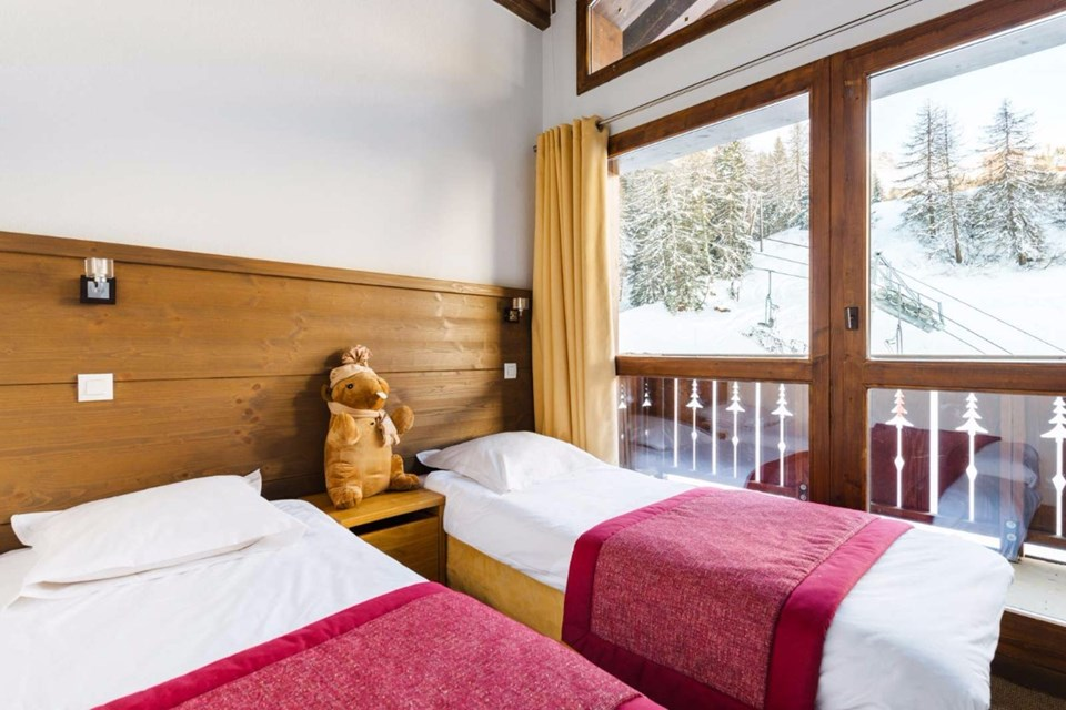 Les Chalets d'Edelweiss, La Plagne (self catered apartments) - Twin Bedroom