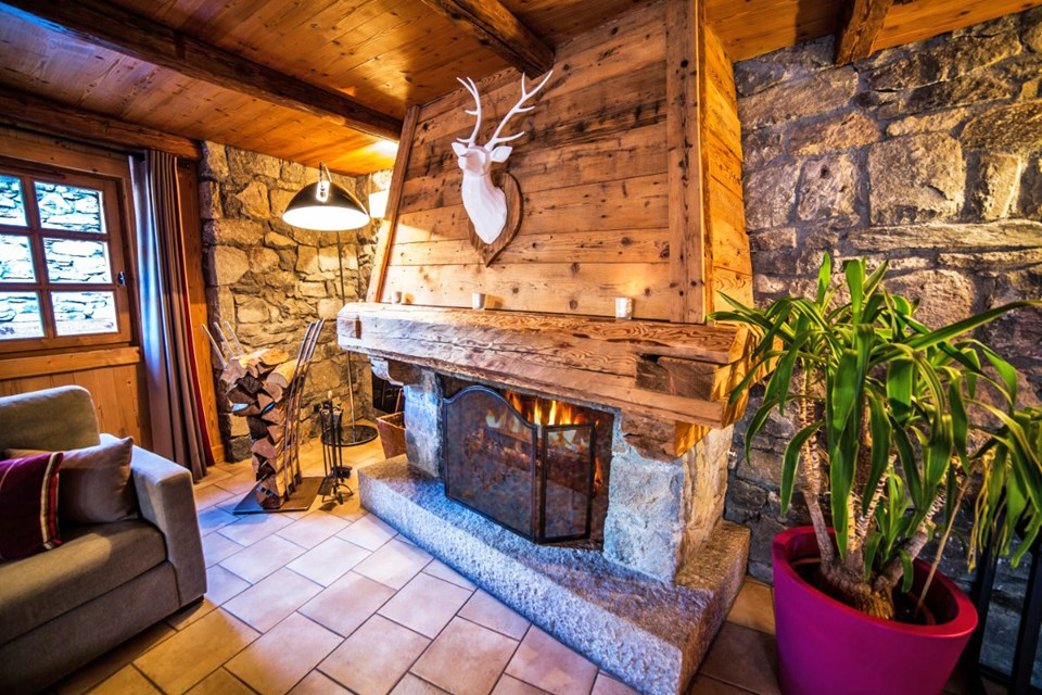 La Ferme, Meribel (Bed & Breakfast chalet) - Open fireplace