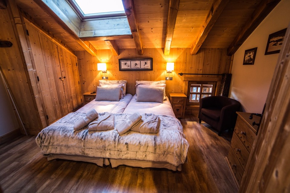La Ferme, Meribel (Bed & Breakfast chalet) - Twin bedroom