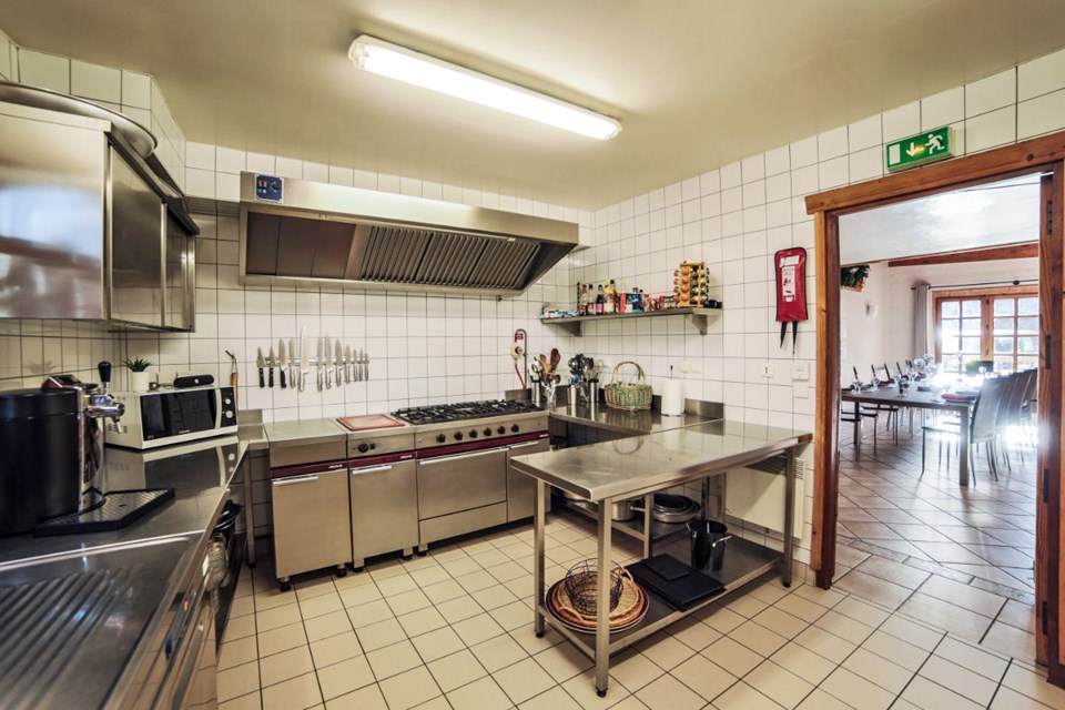 La Ferme, Meribel (Bed & Breakfast chalet) - Professional kitchen