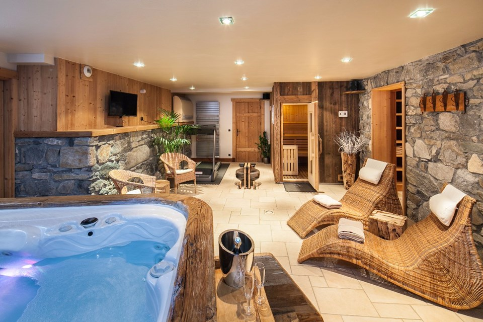 La Ferme, Meribel (Bed & Breakfast chalet) - Spa area