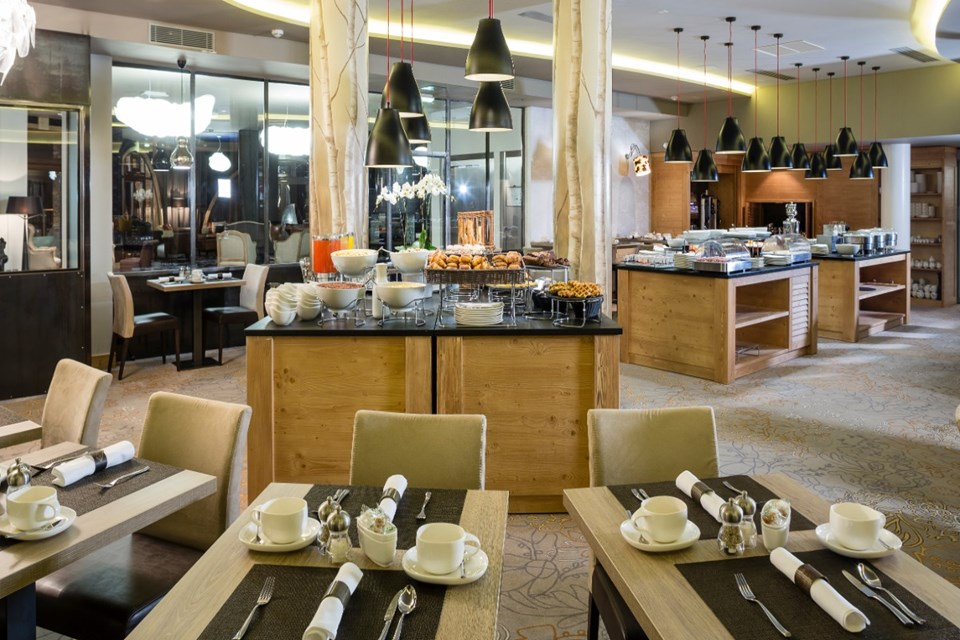Koh i Nor, Val Thorens (hotel & apartments) - Breakfast