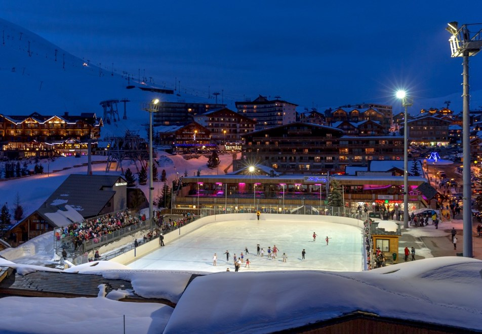 Alpe d'Huez Ski Resort (©Laurent-Salino) - Outdoor ice rink