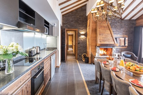 Dining and kitchen area in Chalet Altitude