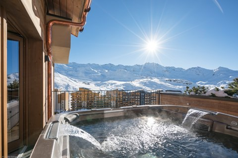 Private hot tub on the balcony of Chalets Cocoon in Val Thorens