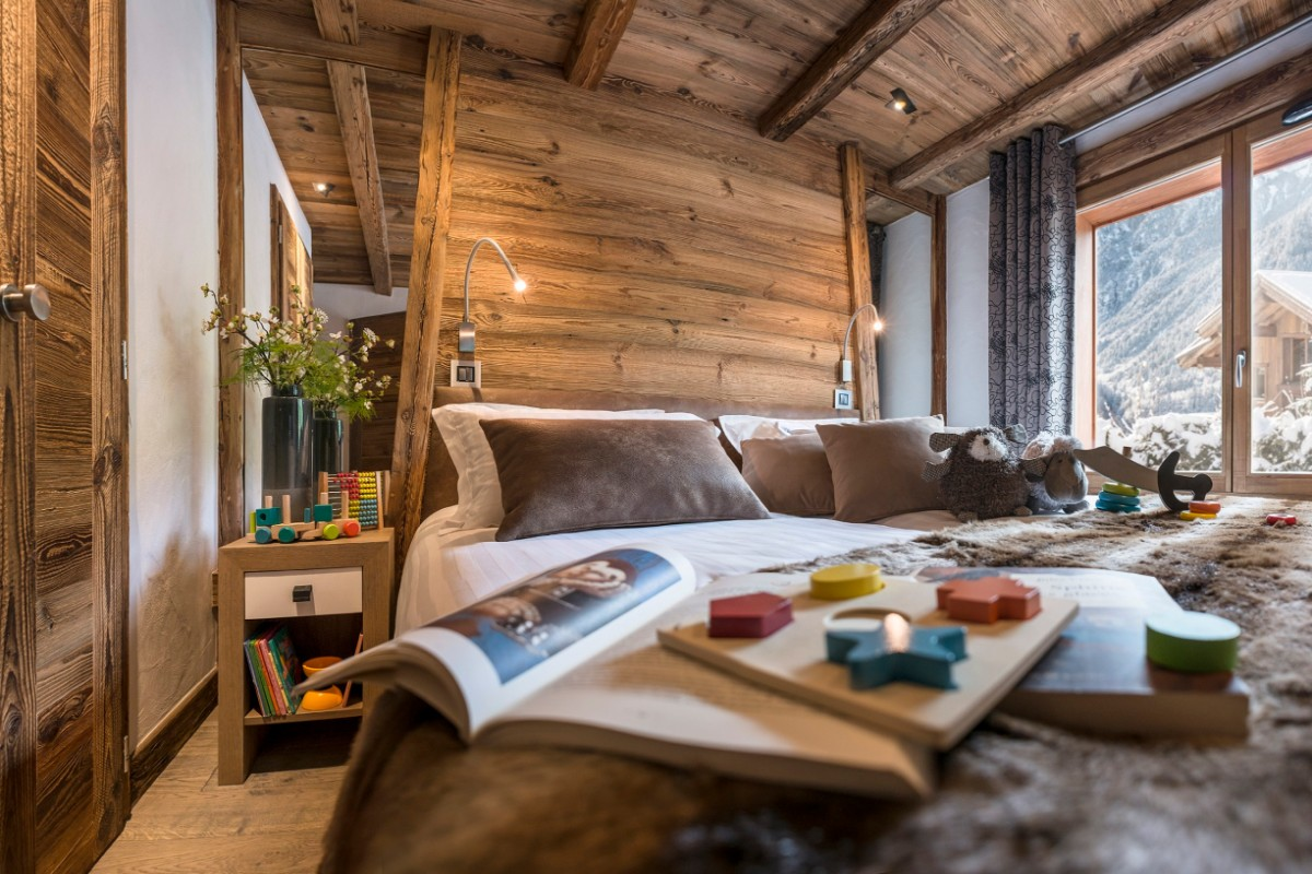 Le Cristal de Jade, Chamonix (self catered apartments) - Double bedroom