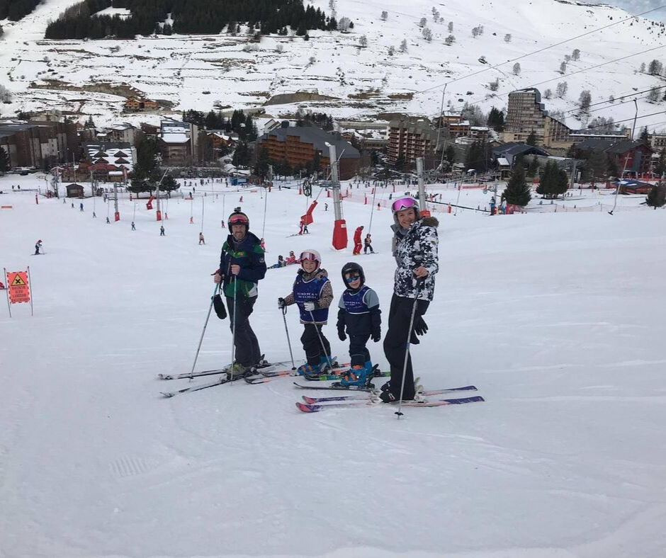 Family skiing in Les 2 Alpes